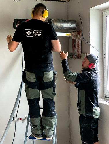 Pracovníci Buildcorp vykonávajú Jadrové vŕtanie do steny
