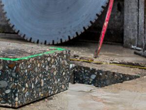 Kamenný odpad v tvare kocky